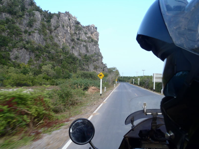 entering the Hatwanakorn National Park