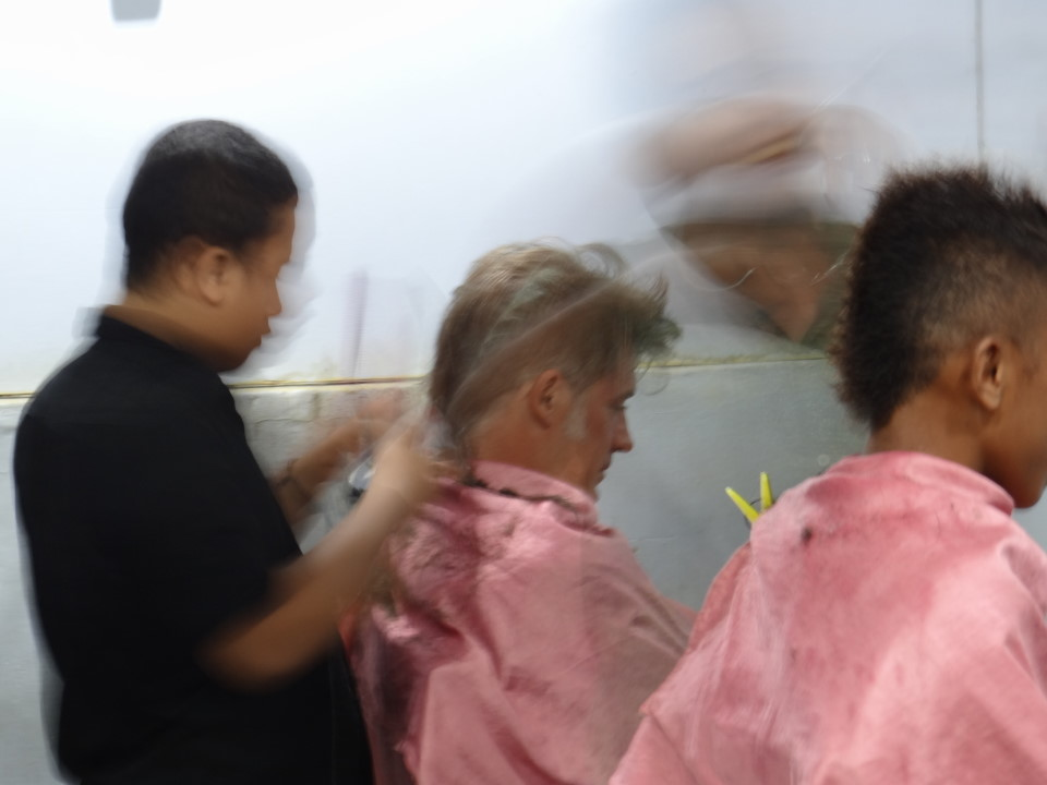 Flores - Labuan Bajo - ambitioned hair cutter...