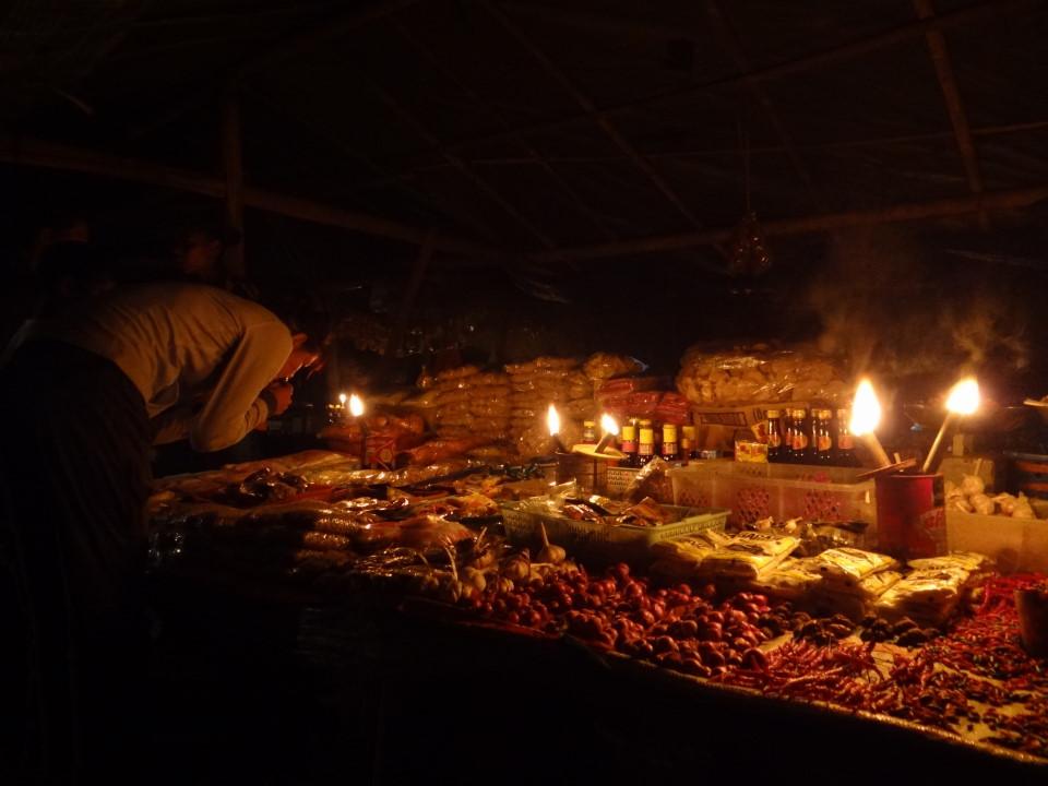 Flores - Bajawa, scenic night market