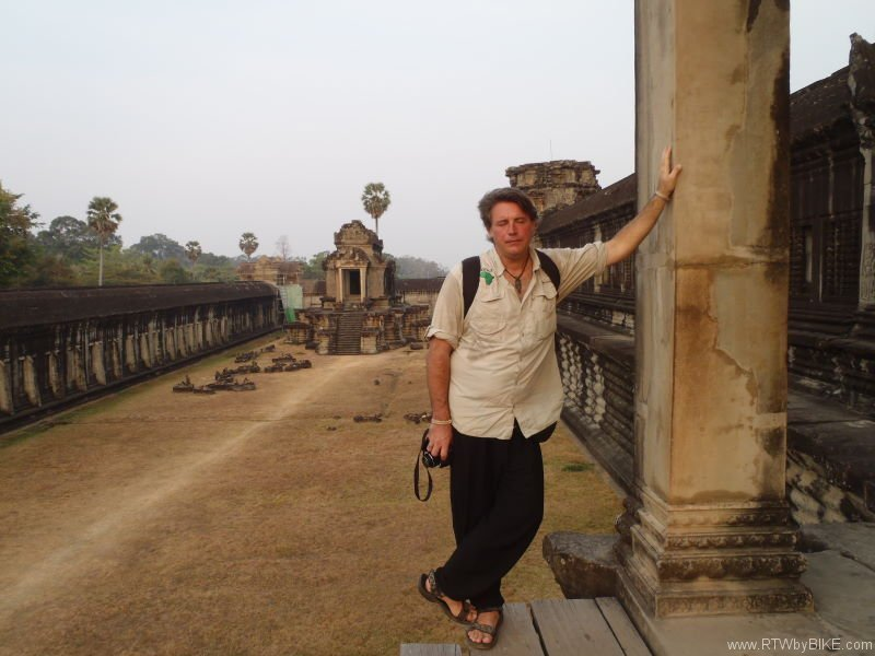 Angkor Wat extends over approximately 400 square kilometres