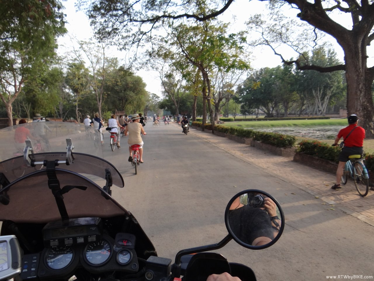 Sukhothai Historical Park - exploring with the bike