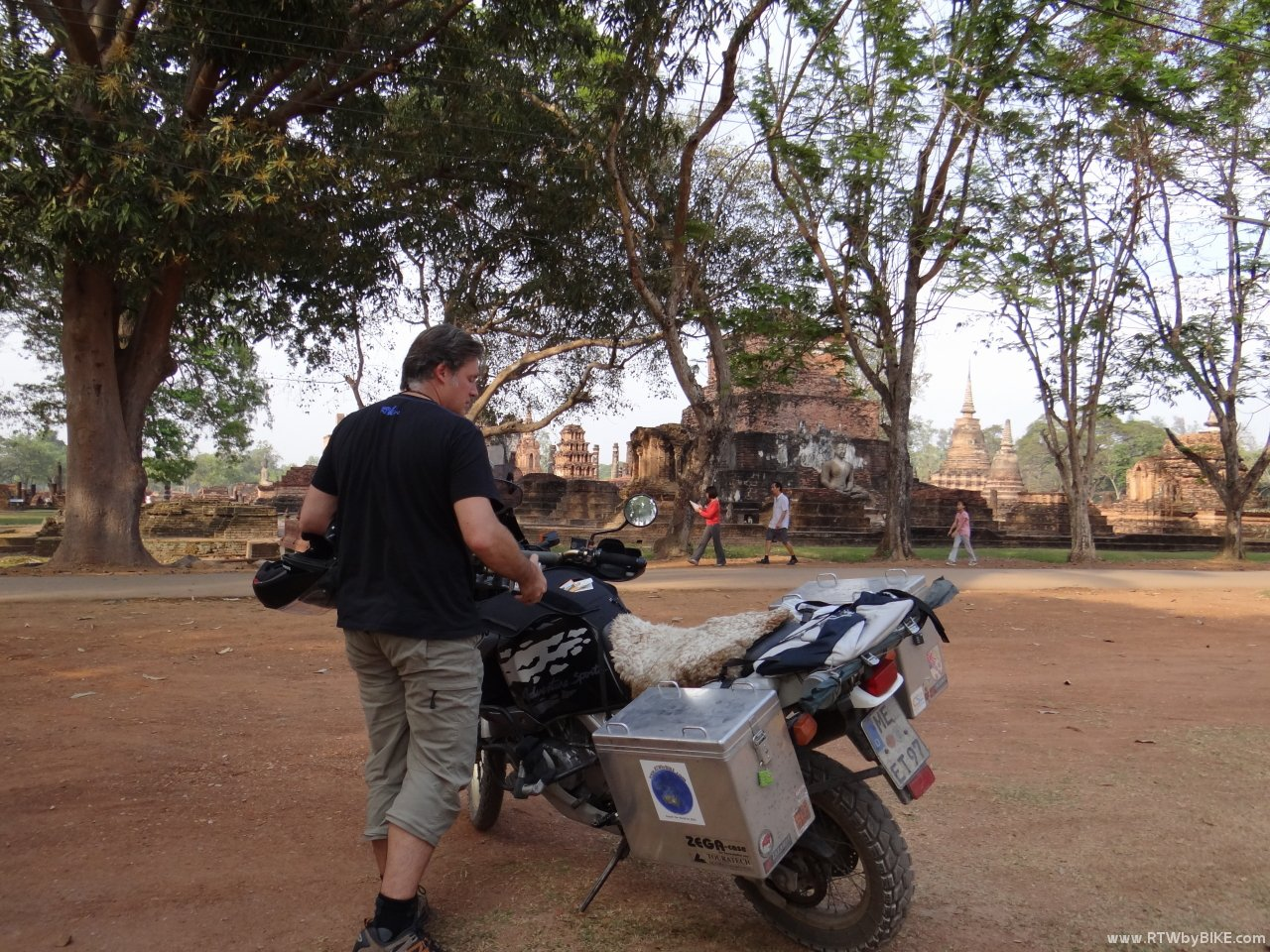 Sukhothai Historical Park - and exploring by feet