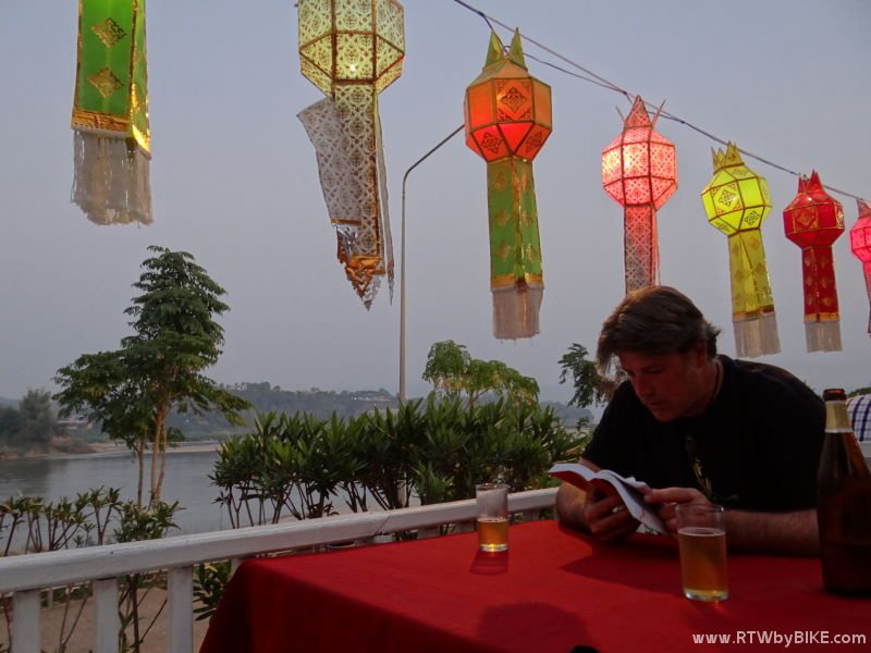 Chiang Khong - dinner at the Khnong river bank