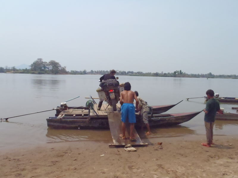 two longboats combined with a little plateau will be our ferry, to Don Dhet, Four Thousand Islands